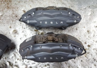 tesla-model-s-brembo-brake-calipers-before-1