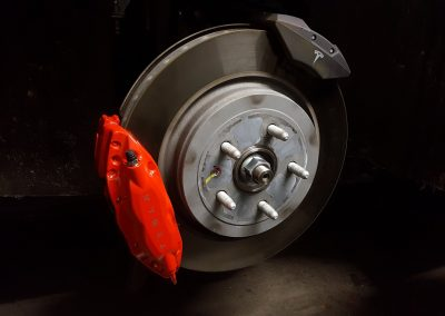 tesla-model-s-brembo-brake-calipers-fitted-1